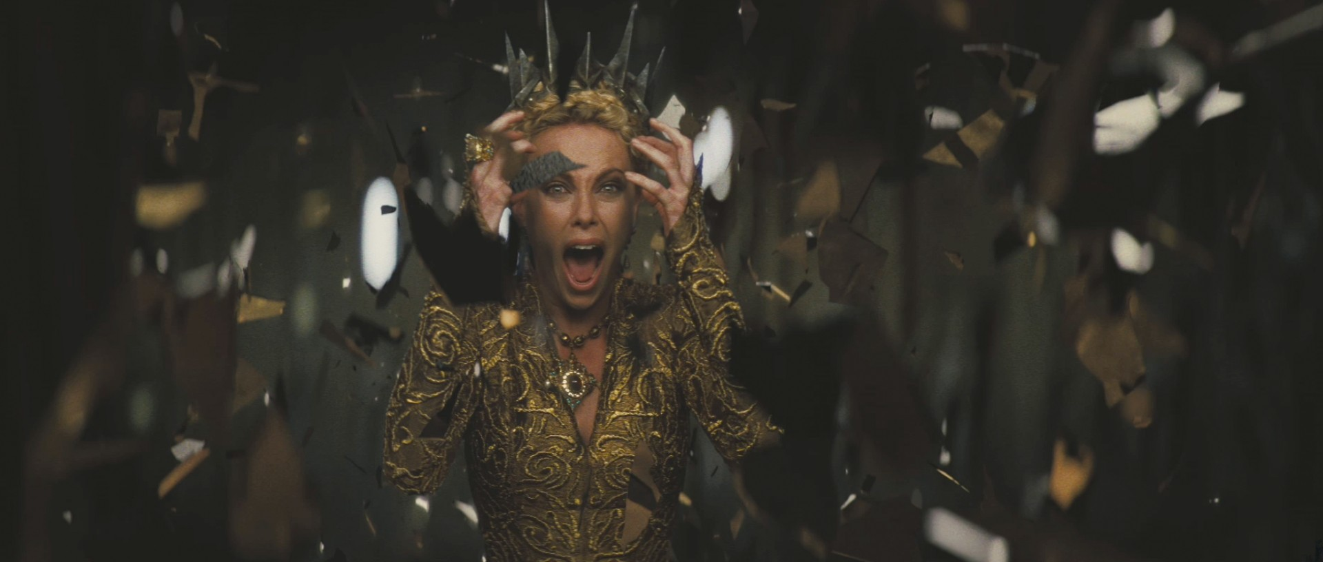 charlize-theron-as-the-evil-queen-in-snow